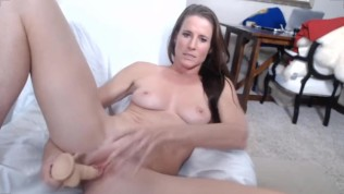Athletic xxx cougar Sofie Marie enjoys a toy
